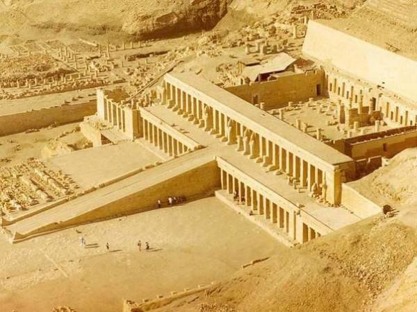 Храм царицы Хатшепсут в Египте