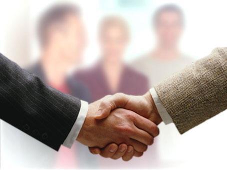 Пожатие руки мужчин