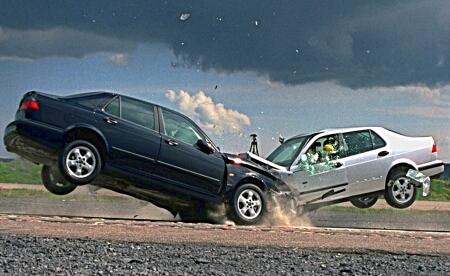 Лобовое столкновение автомобилей