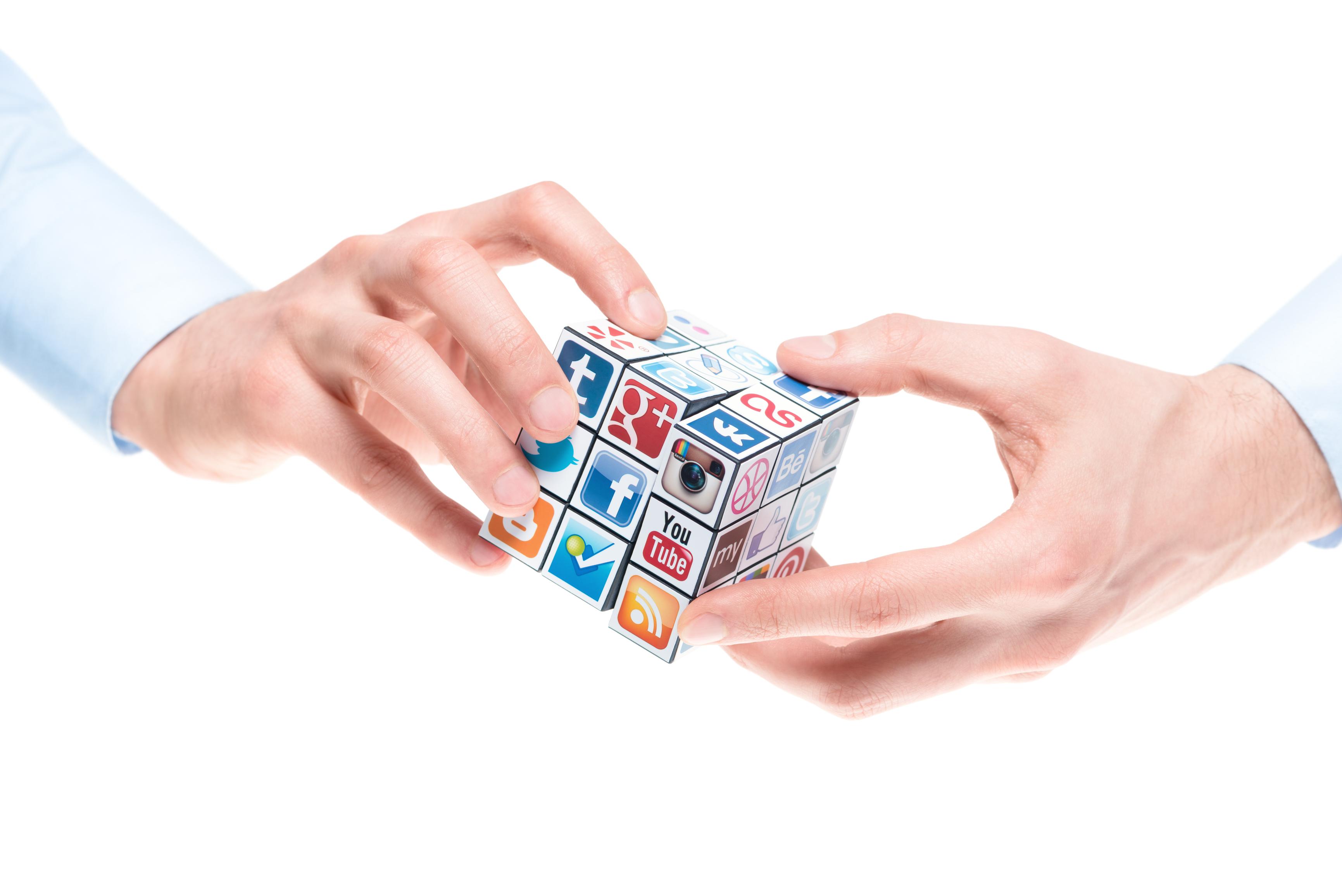 куб с логотипами
