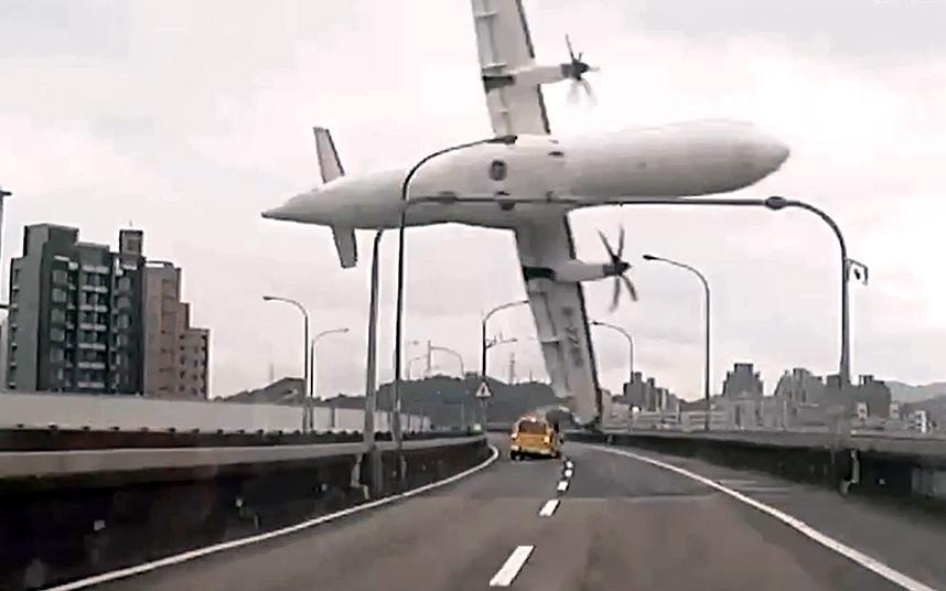крушение самолета в Тайване
